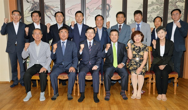 김경수 경남도지사는 3일 경남지역 기업인단체 대표들과 간담회를 가졌다.