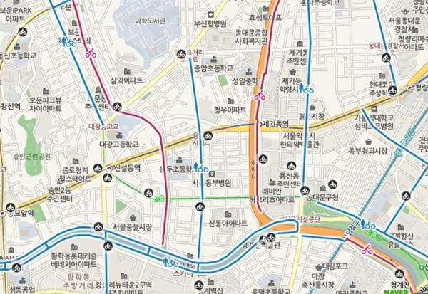 서울시가 4일 네이버랩스와 손잡고 '교통약자·따릉이 길찾기 서비스'를 개발한다고 밝혔다. 사진은 자전거 도로 위치가 표시된 네이버 지도의 모습.