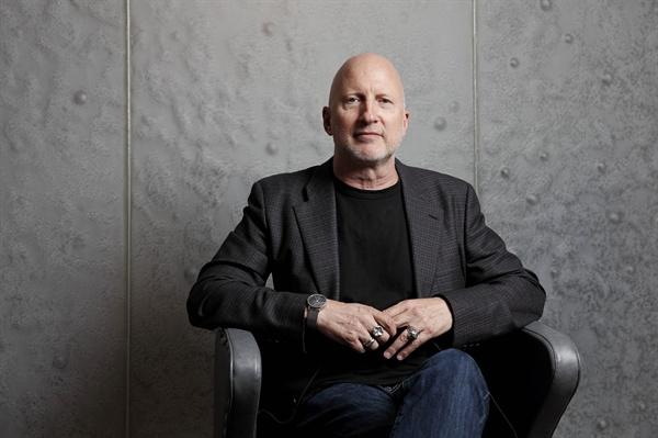 넷플릭스 <블랙미러4>에서 '악어' 편을 연출한 존 힐코트 감독.