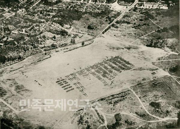 용산 연병장에서 관병식을 벌이는 일본군대의 모습.