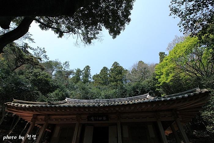 다산초당 1808년에 시작된 정원 조성은 다산이 유배를 마친 1819년까지 11년간 계속됐다.