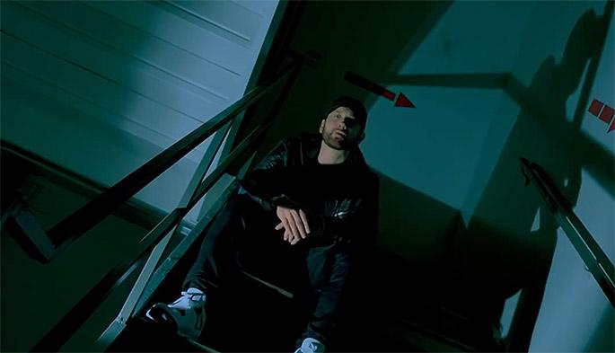 에미넴은 'Fall'의 뮤직비디오를 통해 전작 < Revival >을 혹평했던 평론가들을 저격하여 비판하고 있다.
