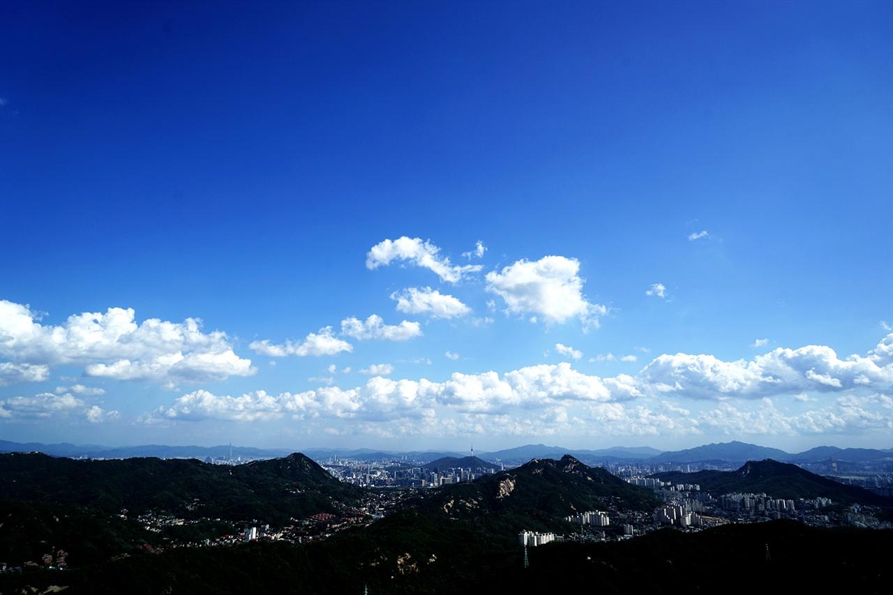 족두리봉을 오르며 바라본 서울시내 풍경