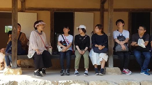 충남 예산군 덕산면에 있는 윤봉길 의사의 생가에 일본 에히메 대학교 학생들이 방문했다.
