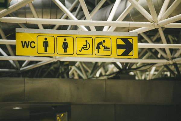 어느 공항의 표지판
