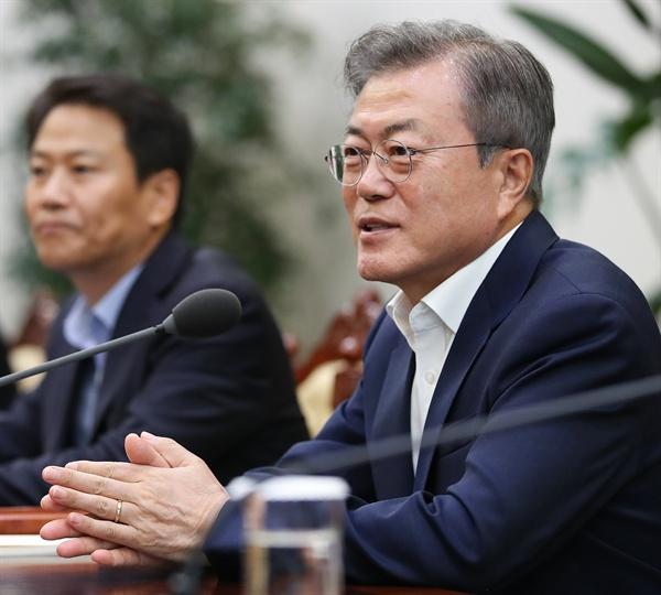 문재인 대통령이 6일 오후 청와대 여민관에서 열린 평양정상회담 준비위원회 1차 회의에 발언하고 있다.