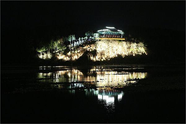 경주 금장대 야경 모습(2013.4월 촬영)