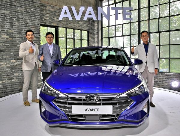현대자동차는 6일 경기도 남양주시의 스튜디오 담에서 더 뉴 아반떼의 출시 및 시승 행사를 갖고, 본격 판매에 돌입했다.
