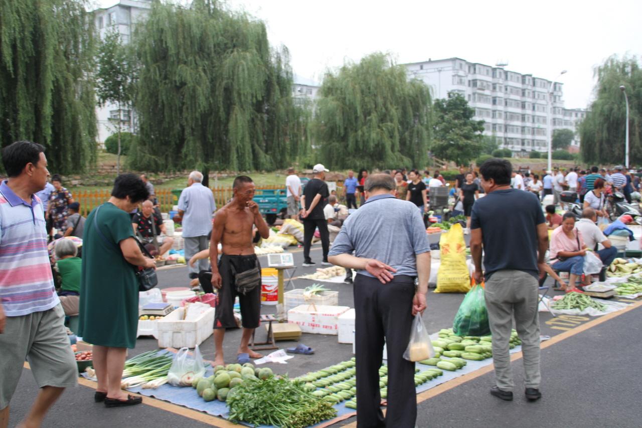 시장 사람들 중국 새벽시장에 나온 사람들