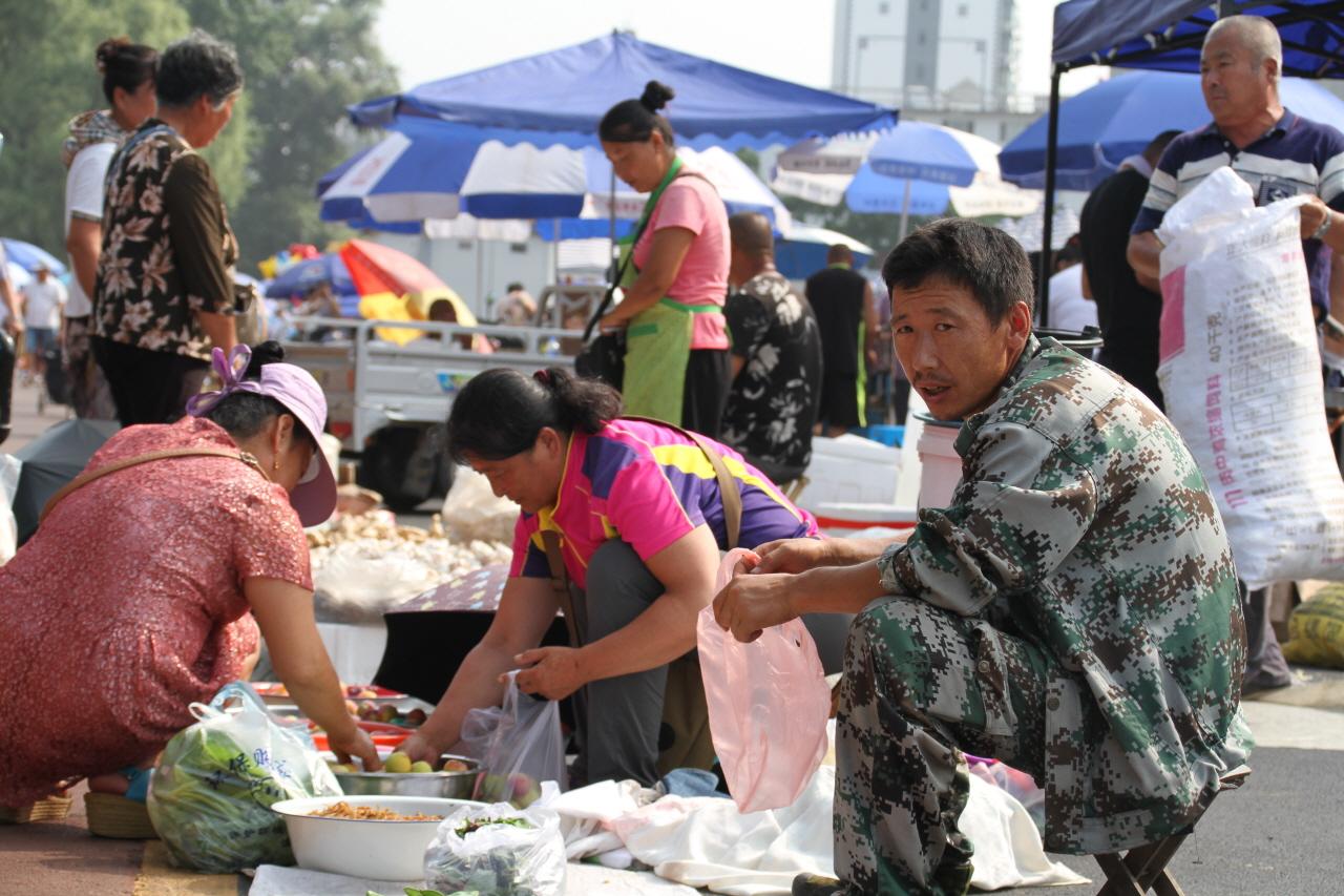 시장 사람들 중국 새벽시장 사람들