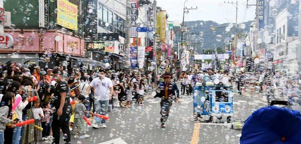 6일 열린 거창한마당대축제'의 거리퍼레이드.