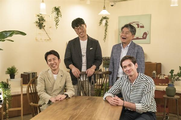 KBS <대화의 희열>의 출연진. 가수 유희열, 작가 강원국, 김중혁, 방송인 다니엘