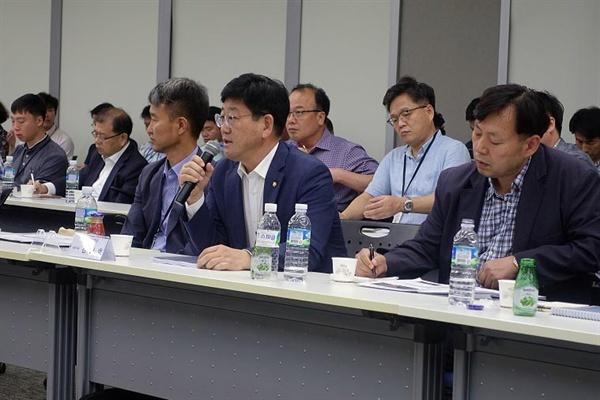 김정호 국회의원이 6일 국토부 청사에서 열린 '김해신공항 건설사업 타당성평가 및 기본계획 중간보고'에 참석했다.