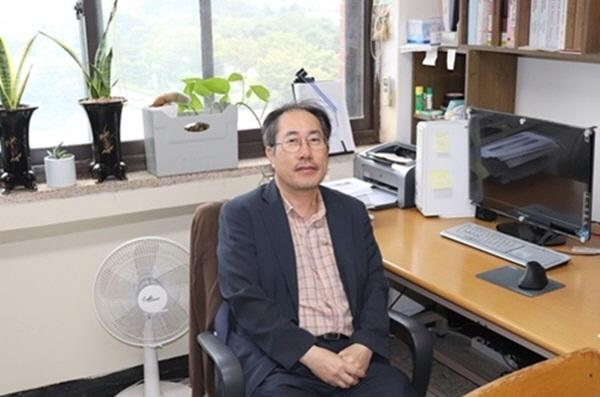 이성웅 한국비정규직교수노동조합 경상대분회장