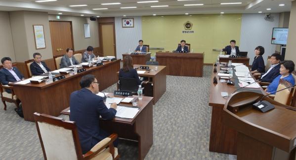 충남도의회 행자위 회의 모습 (출처 충남도의회 누리집 자료실)