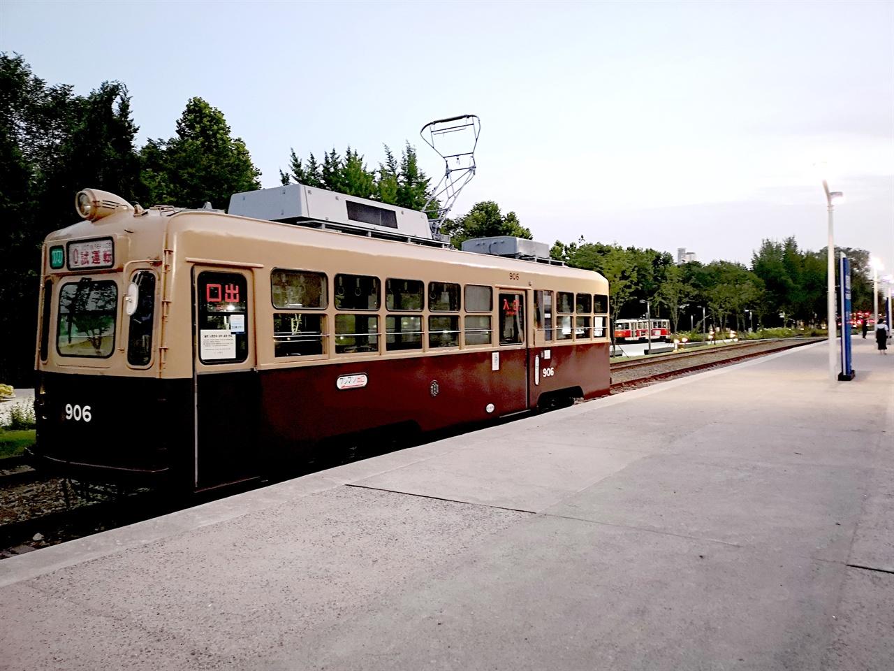 일본의 노면전차 1957년 제작된 일본 노면전차. 1960년대까지 한국에서 운행하였던 전차와 유사한 차종으로 일본 히로시마에서 운행하였던 노면전차이다.