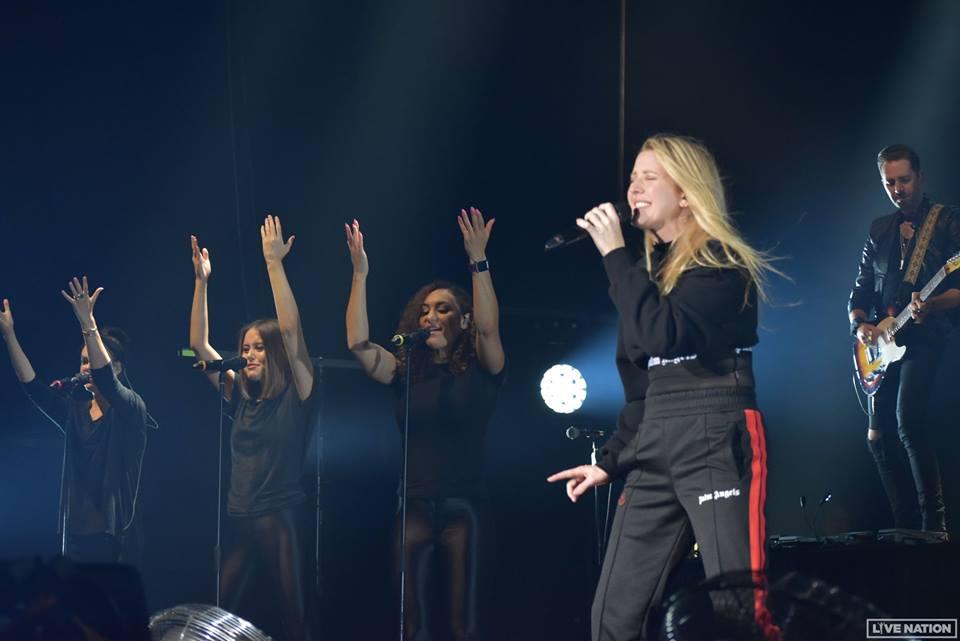 엘리 굴딩(Ellie Goulding)은 열정적인 내한 공연을 펼쳤다.