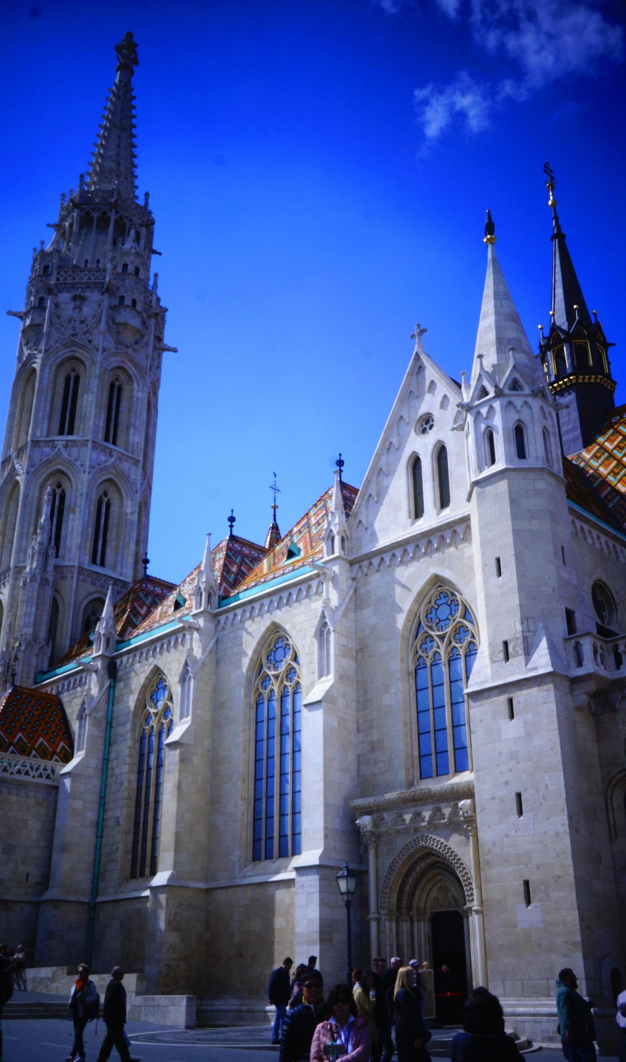 마차시 성당 헝가리의 세종대왕이라 불린 마차시 왕의 이름을 본뜬 성당