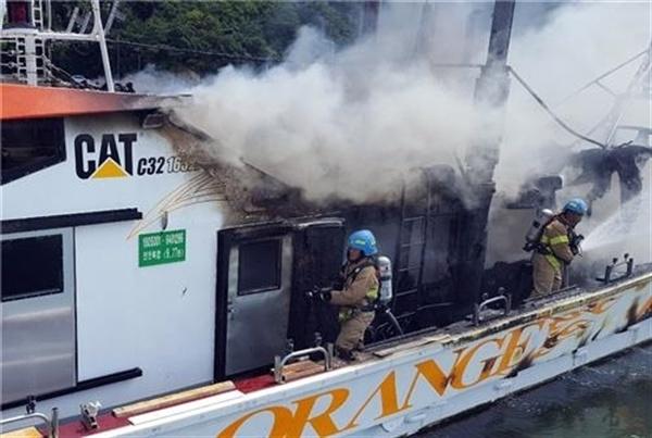 창원진해 삼포항에 정박하고 있던 어선에서 화재가 발생했다.