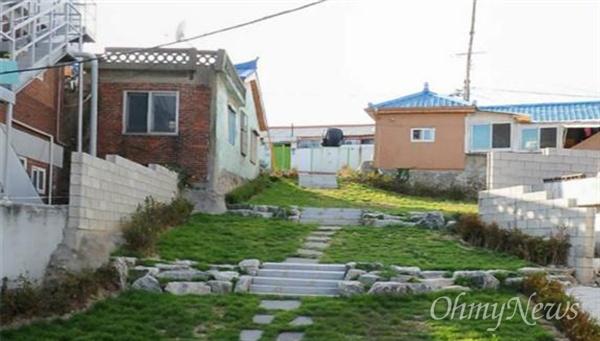 인천시의 빈집 활용 프로젝트로 조성된 송림동의 마을공원.
