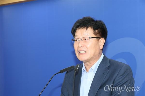 김세환 경상북도 동해안전략산업국장이 10일 오후 경북도청 브리핑룸에서 기자간담회를 갖고 원전해체산업을 적극 육성하겠다고 밝혔다.