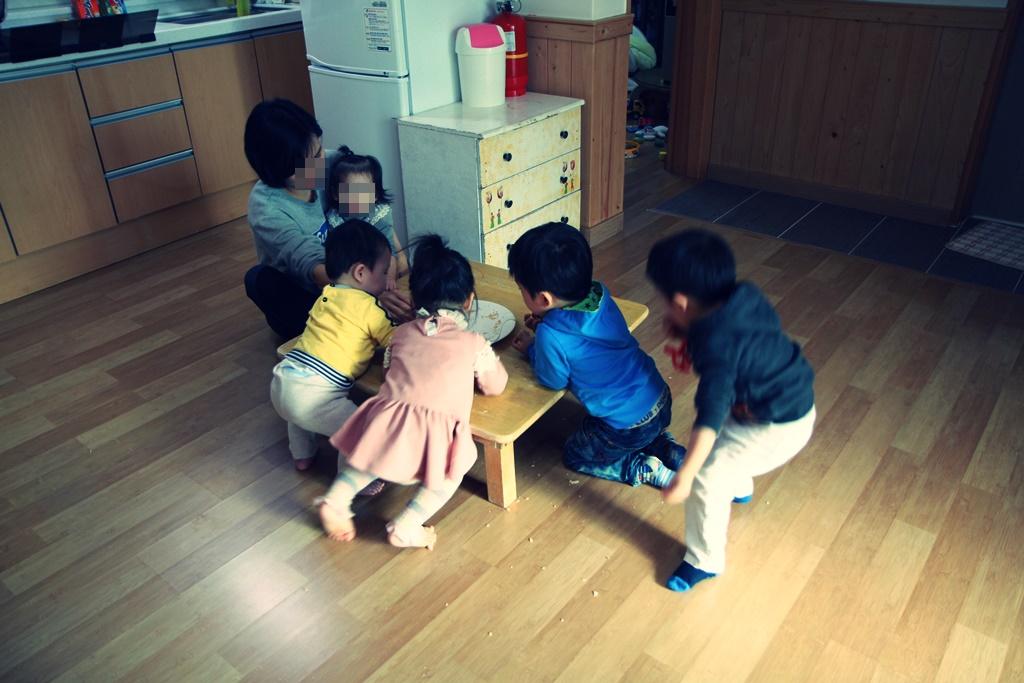 영아원. 만으로 36개월을 살다 입양이나 친권자가 나타나지 않으면 이 아이들은 보육원으로 가서 18세가 될 때까지 시설 아이들이 된다.