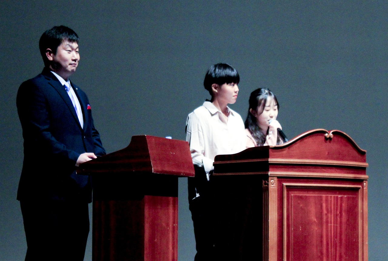 안양아트센터에서 10일 진행된 안양국제청소년영화제의 시상식.
