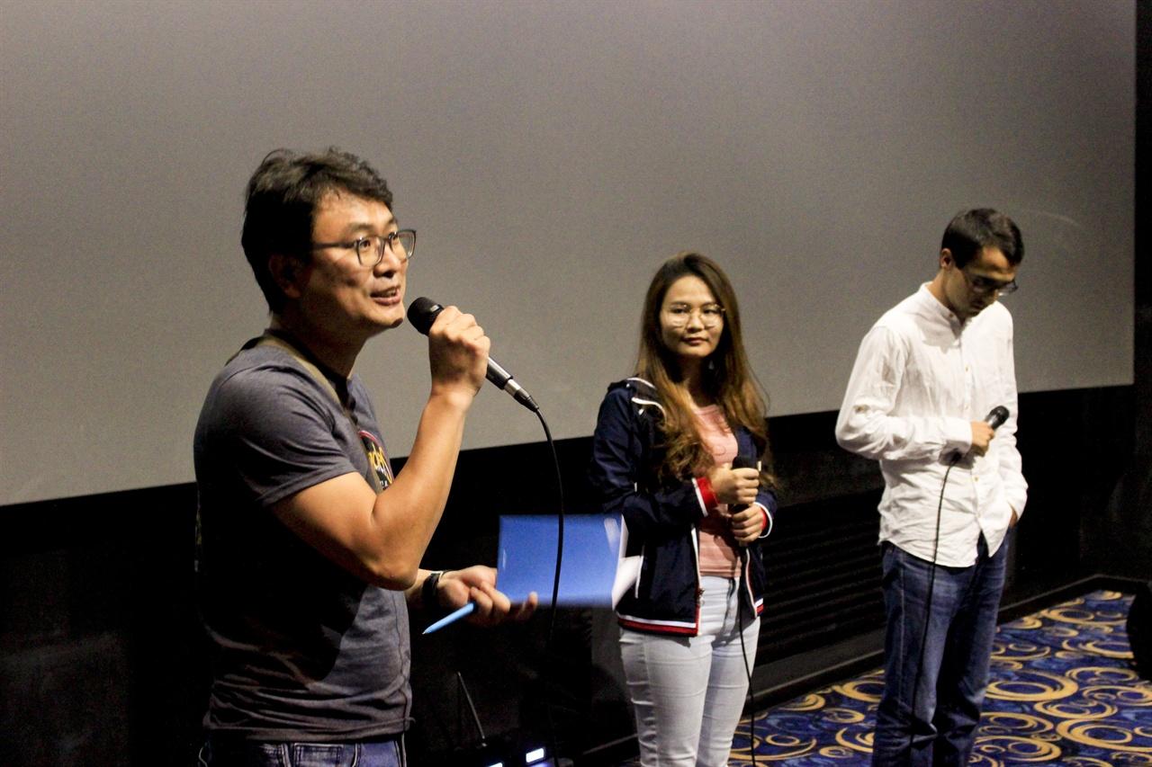 안양국제청소년영화제 24/4 섹션의 GV가 진행되고 있다.
