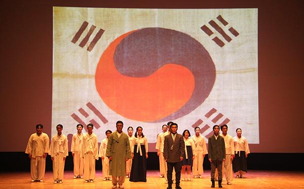 삽교고등학교 연극동아리 '비바틴'의 세미뮤지컬 '나는 윤봉길이다'의 한 장면.