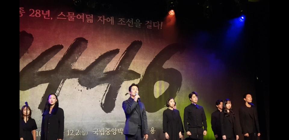 태종 역의 남경주 배우가 뮤지컬 <1446>의 노래 중 '가노라'를 부르고 있다.