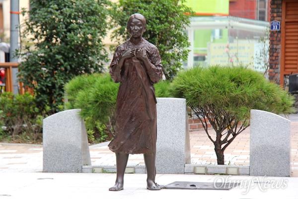 창원마산 인권자주평화다짐비.