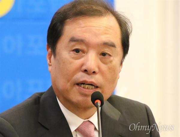 김병준 자유한국당 비대위원장이 11일 오후 대구 수성호텔에서 '아시아포럼21' 주최로 열린 토론회에서 발언하고 있다.