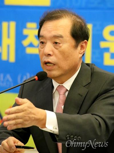 김병준 자유한국당 비대위원장이 11일 오후 대구 수성호텔에서 열린 '아시아포럼21' 주최 토론회에서 발언하고 있다.