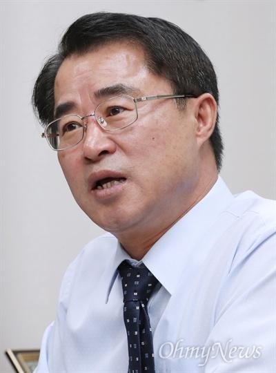 최경환 민주평화당 의원이 11일 서울 여의도 국회 의원회관에서 오마이뉴스를 만나 인터뷰하고 있다.
