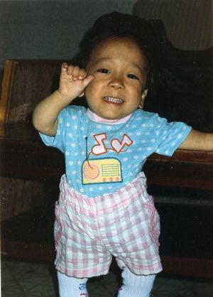 입양 당시 조던 러브 조던은 한국나이 다섯 살 내지 여섯 살 무렵에 미국으로 입양되었다. 그는 입양된 뒤 열 차례나 수술을 받아야 했다.