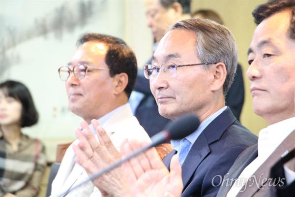 9월 12일 경남도청에서 열린 더불어민주당-경상남도 정책협의회에서 권민호 창원성산지역위원장을 비롯한 지역위원장들이 참석해 앉아 있다.