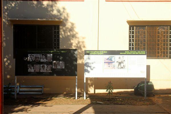 왓트마이 불교사원 내부에 폴포트정권이 저지른 고문방법과 사진들 전시  모습