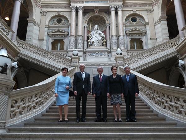 2014년 10월 14일 양승태 당시 대법원장(가운데)은 에카르트 라츠 오스트리아 대법원장(왼쪽에서 두번째)을 만나 상고심 운영방식 관련 의견을 나눴다.