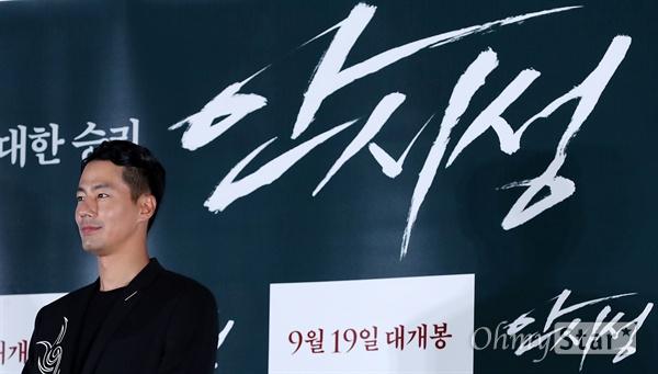 '안시성' 지킨 조인성 배우 조인성이 12일 오후 서울 용산CGV에서 열린 영화 <안시성> 시사회에서 포즈를 취하고 있다. <안시성>은 동아시아 전쟁사에서 가장 극적이고 위대한 승리로 전해지는 88일간의 '안시성 전투'를 그린 작품이다. 19일 개봉.
