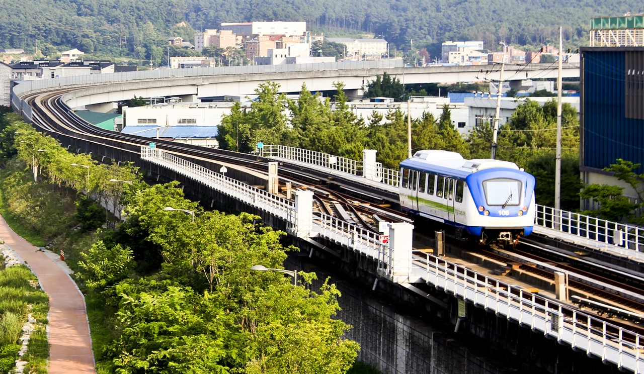 전대역을 떠나는 용인경전철 BRT는 도시철도나 경전철 등 도시철도 사업을 대체할 수 있는 사업으로의 공감대가 형성되어야 한다.