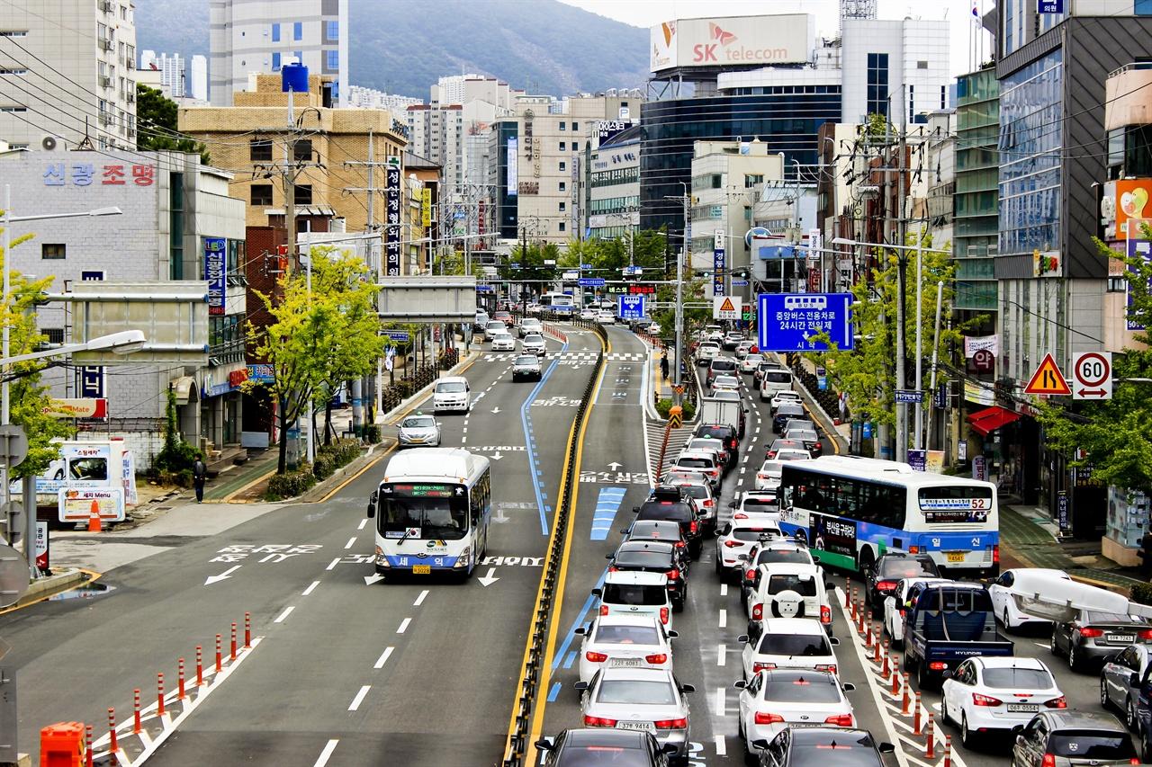 내달 10일 추가 진행이냐, 아니냐의 운명이 결정 나는 부산BRT의 안락동 구간의 모습.