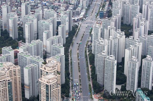 정부의 9.13 부동산 대책을 앞둔 13일 오후 서울 도심에 밀집해 있는 아파트의 모습들.
