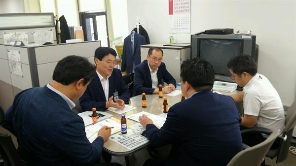 허성무 창원시장은 9월 13일 금융위원회와 산업은행를 방문해 진해 STX조선해양의 RG발급 등 경영 정상화를 건의했다.