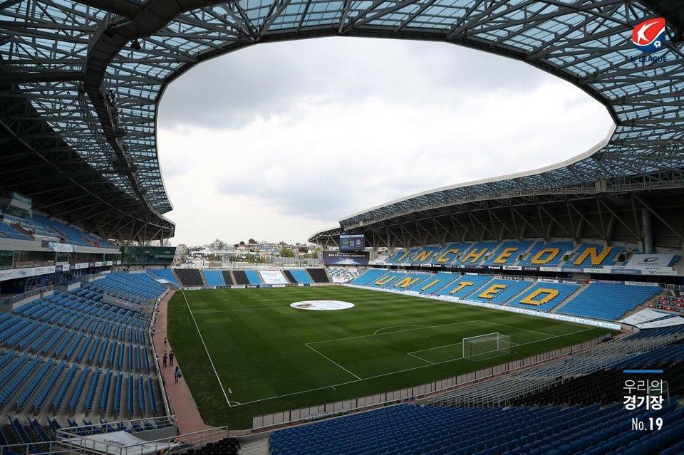 강등 위기를 맞은 인천 유나이티드의 홈구장 인천 축구 전용경기장