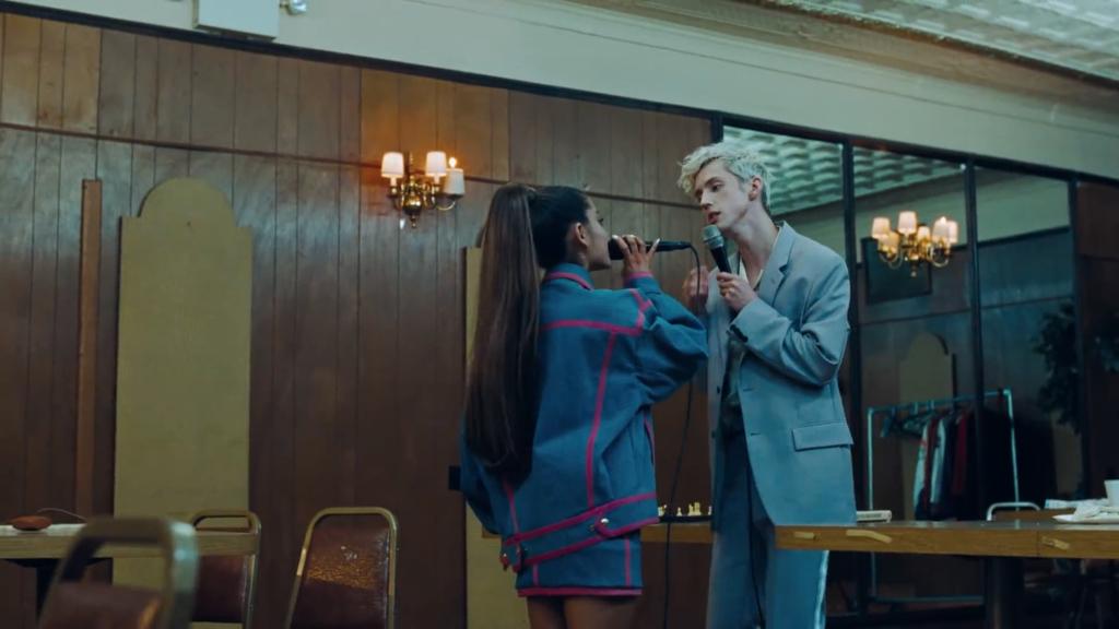 아리아나 그란데와 함께한 'Dance To This'의 뮤직비디오