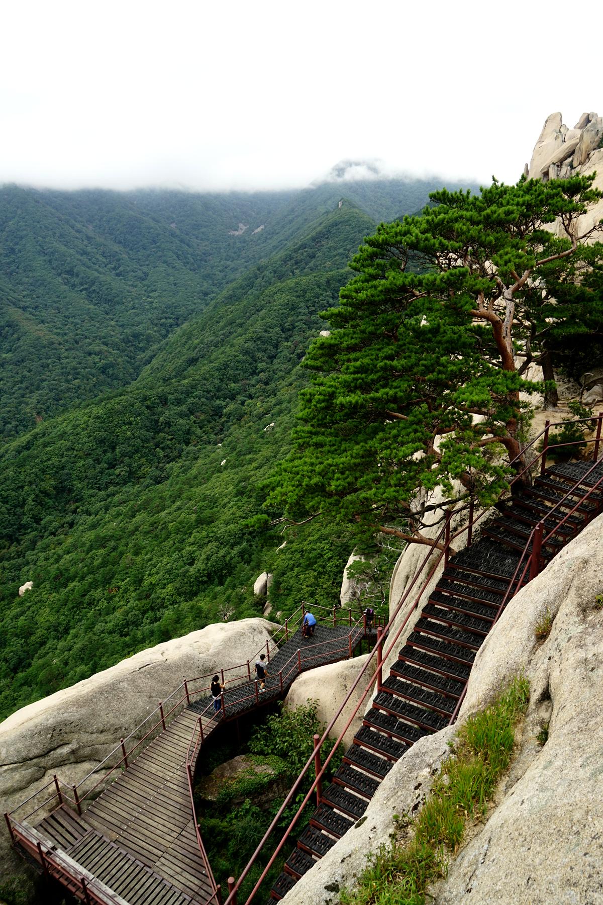 울산바위를 오르는 계단