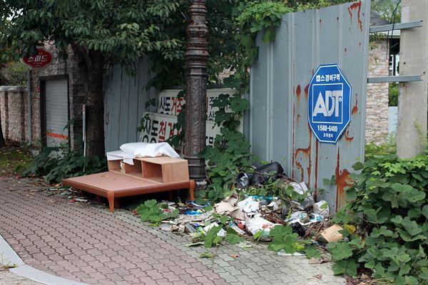 경주시 선도동 경주여중 인근 상습쓰레기 투기 지역 모습