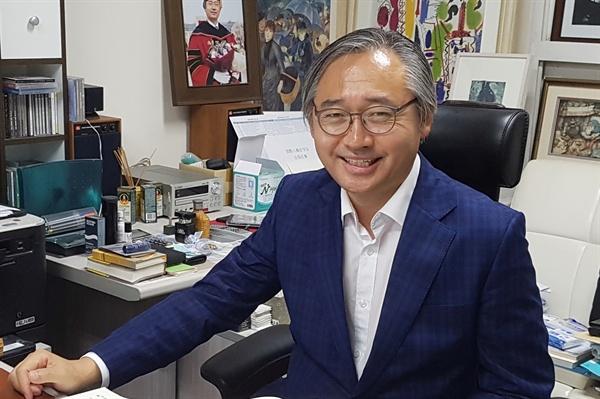 '양승태 대법원'의 사법농단을 비판하는 전국 법학교수들의 성명을 주도한 박찬운 한양대 법학전문대학원 교수.