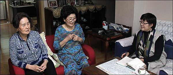 장금실과 장연실  99년만에 어머니 곽영선 지사의 독립운동을 말하는 두따님, 장연실(76살), 장금실(80살) 그리고 기자. 왼쪽부터