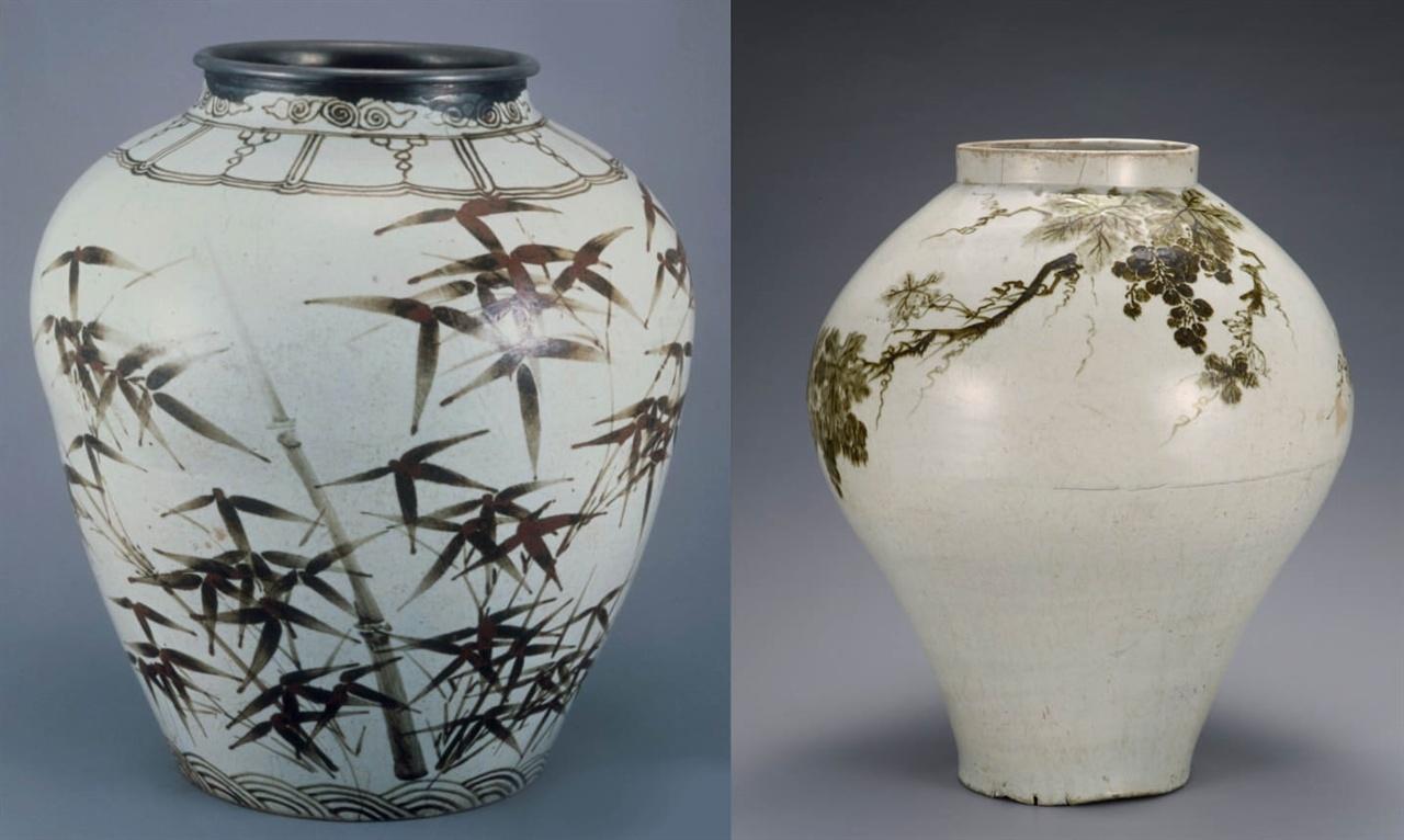 백자 철화매죽문 항아리(왼쪽)와 백자 철화포도문 항아리 조선 16세기 높이 41.3cm. 국보 제166호. 철화백자란 철분이 많이 들어 있는 밤빛 흙을 이겨 무늬를 그리고 유약을 둘러 구운 백자를 말한다. 한국민족문화대백과사전에서는 왼쪽 그릇 밑굽 무늬를 '파도무늬'로 설명한다. 그런데 이것은 파도가 아니라 우리나라 신석기 때부터 그릇에 그린 타원형 비구름이다. 비구름에서 이 세상 만물이 태어난다는 우운화생(雨雲化生)을 표현했다고 볼 수 있다.